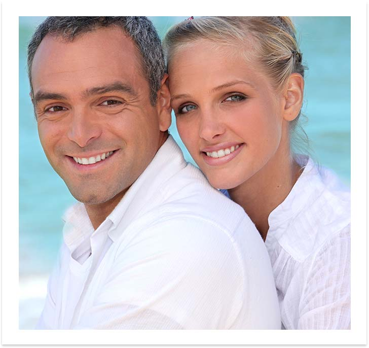 single-implants-happy-couple-dental-vacations